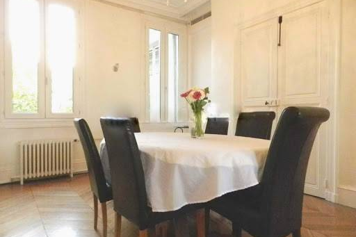 Dining space at Quai de la Tournelle Apartments 110 m²