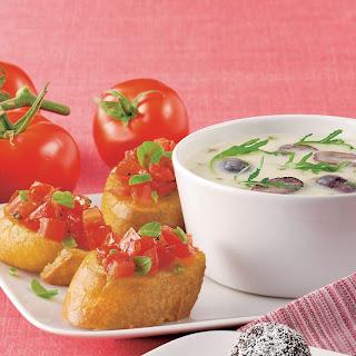 Parmesancreme Suppe mit Tomatenbruschetta