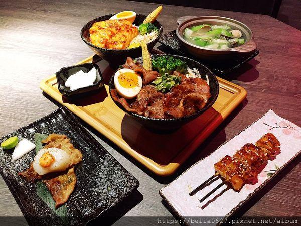 現點現做各種肉類海鮮丼飯與串燒,滿足各種需求挑嘴的你~大河屋燒肉丼串燒