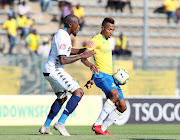 Mamelodi Sundowns forward Toni Silva shields the ball away from Bidvest Wits left-back Sifiso Hlanti during the 1-1 Absa Premiership draw at Lucas Moripe Stadium in Atteridgeville, west of Pretoria, on Sunday October 7, 2018.