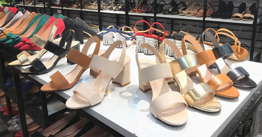 Thiết kế thanh thoát tạo nên ưu điểm nổi bật của giày