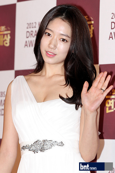 shinhye gown 28
