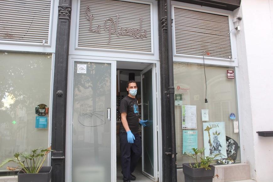 Bar La Plazuela, calle Real, gerente David Ibarra.