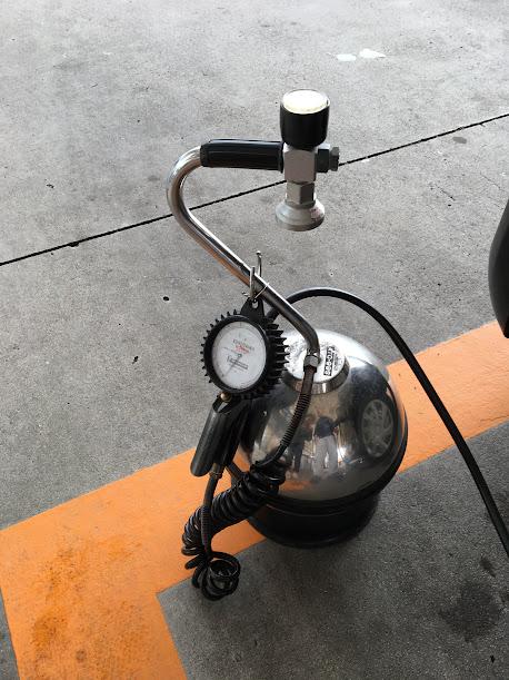 ガソリンスタンド 空気入れ