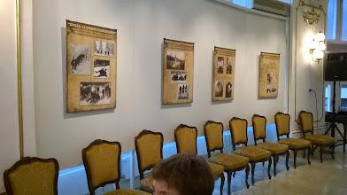 Photo: Időben érkeztünk, kényelmesen meg tudtuk nézni a fotókat.