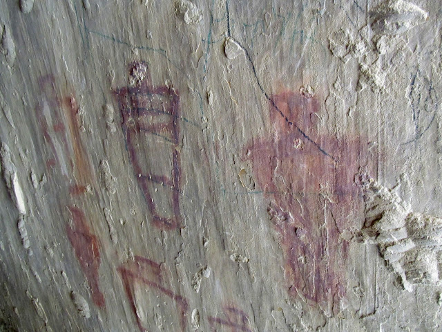 Fremont pictographs behind a huge slab of rock