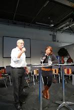 Photo: Herr Fasnacht Chef des Forums, im Gespräch mit Monika Fasnacht.