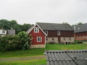 Photo: Man kan leje det lille røde hus og bo der på både dags- og ugebasis