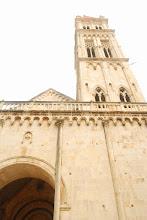 Photo: Katedra św. Wawrzyńca (Sv. Lovre) - zbudowana na ruinach kościoła zniszczonego przez Saracenów w 1123 roku. Budowa rozpoczęta została w roku 1193.