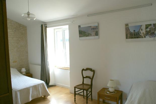 Dormitorio de dos camas - Casa rural de alquiler para 6 a 7 personas en Surgeres cerca de La Rochelle costa atlantica de Francia