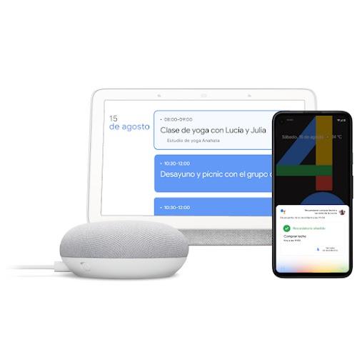 """Un dispositivo GoogleHome, una laptop y un teléfono usan """"HeyGoogle"""""""