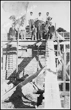 Photo: Budowa nowego kościoła parafialnego, lato 1927 (skan zdjęcia z archiwum Rodziny Skoczylasów)