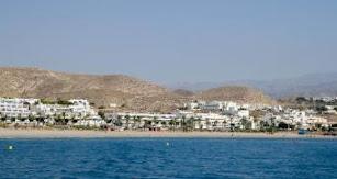Con 17 kilómetros de playas y calas, Carboneras ofrece a los turistas y visitantes un sinfín de posibilidades.