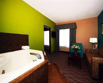 Quality Suites Sulphur