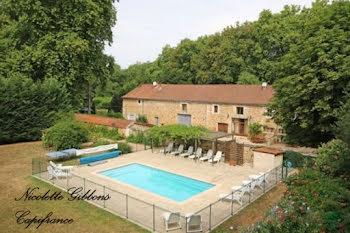 manoir à Saint-Jean-de-Côle (24)