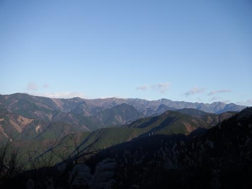 カヤトの展望地(右に二王山・八森山、奥に笹山・山伏など)