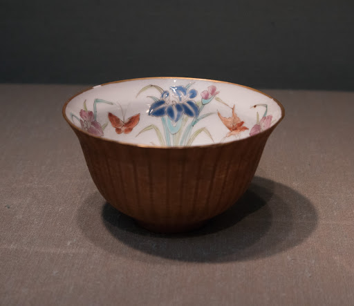 蔵春亭三保造 杜若蝶文竹細工茶碗|Cup with Butterflies-and-Iris Design and Basketry Exterior