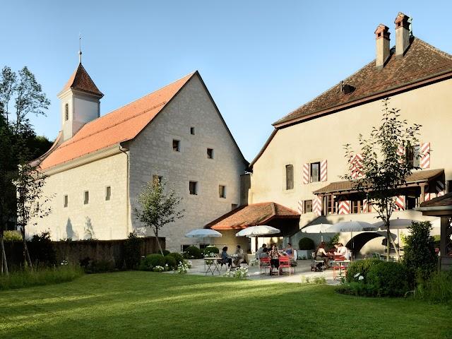 Monasterio del siglo XI donde se ubica el restaurante.