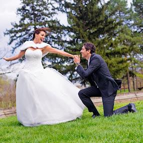 wind by Jovan Barajevac - Wedding Bride & Groom ( wind, bečej, mladenački sešn, dvorac dunđerski, slike sa svadbe, magic moments, bojana i jovan, foto sešn, venčanje, ceremony, kreativne fotografije venčanja, fotografisanje venčanja, fantast, svadba, bride, profesionalni fotograf, profesionalne fotografije venčanja, wedding photo session, groom )