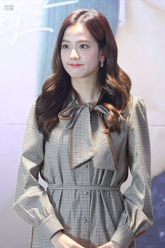 jisoo plaid 1