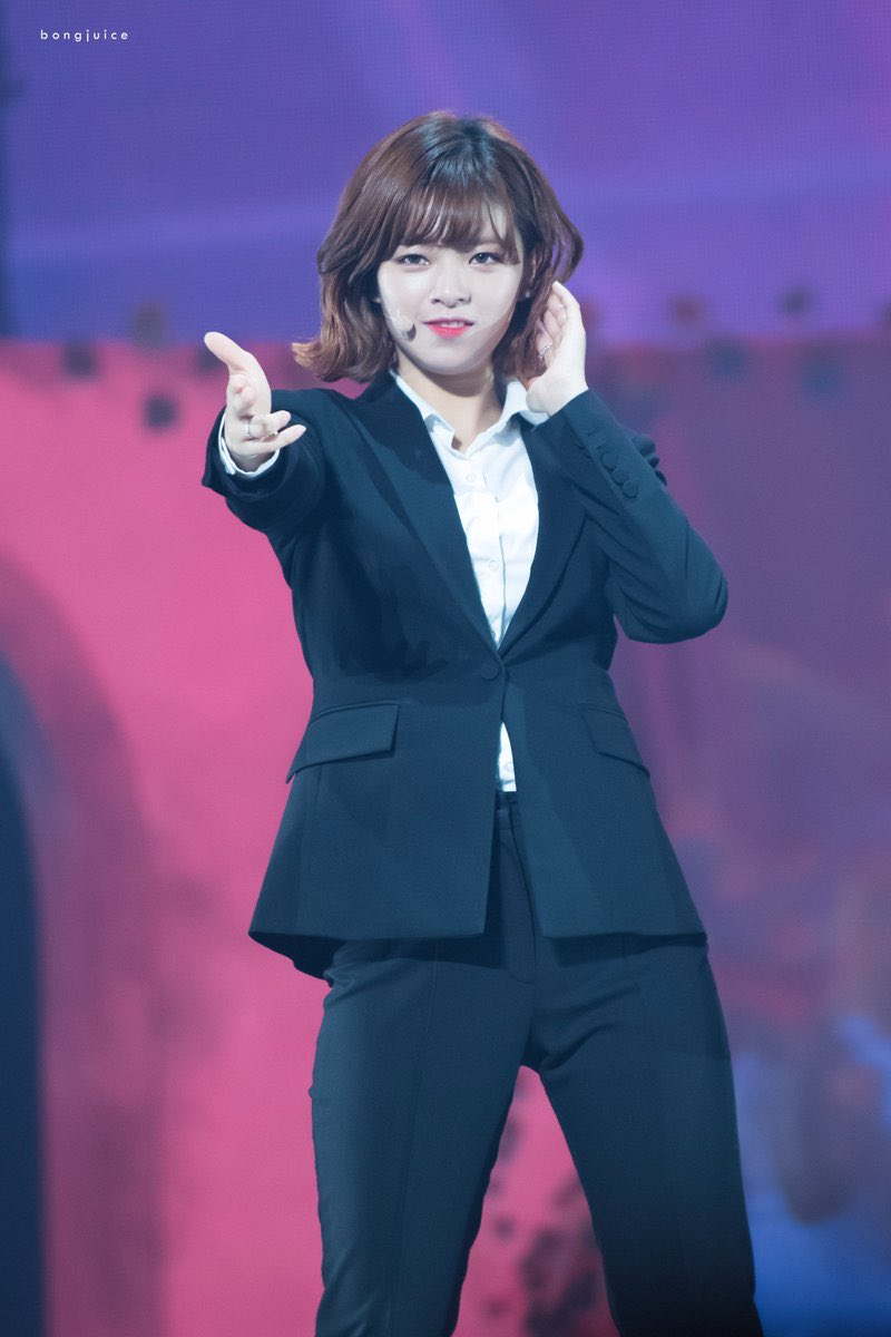 jeongyeon suit 2