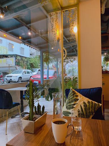 東區巷內北歐風格的小咖啡廳