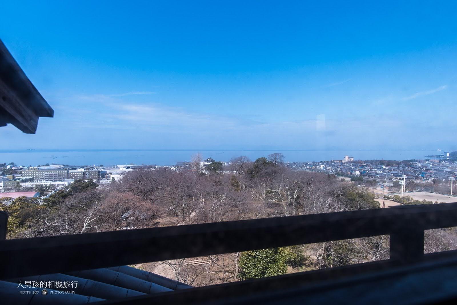 登上天守閣可以更清楚看到琵琶湖。