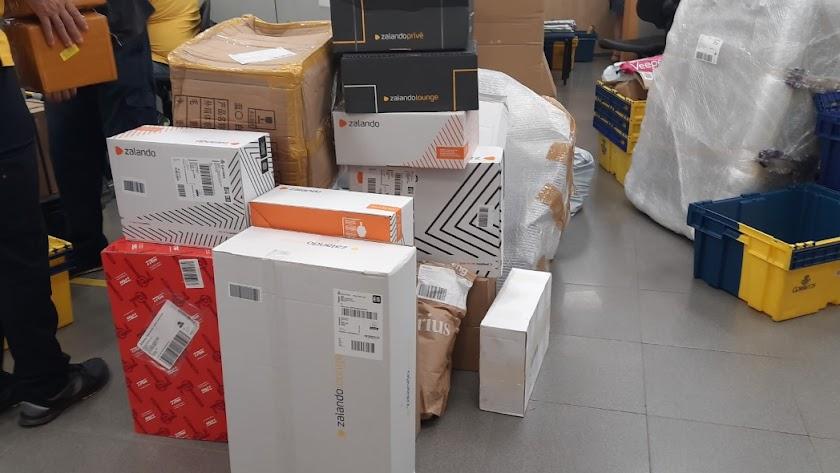 El algunas oficinas, los trabajadores entregan una media 80 paquetes por día.