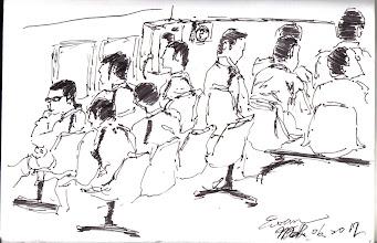 Photo: 出庭之前2012.03.06鋼筆 一早,有案在身的收容人換上公家的運動服和布鞋,在勒務中心等待法警前來提帶出庭… 坦白說,十多年來我一直很困惑,為什麼監所不讓他們穿私人的衣服,而非得穿上監所這些或髒或舊或皺巴巴的公家服裝出庭打官司,檢察和法官看見這些非囚服但統一式樣的「出庭服」第一印象會會怎麼想?是從你們都沒罪來看?還是你們都是有罪呢?