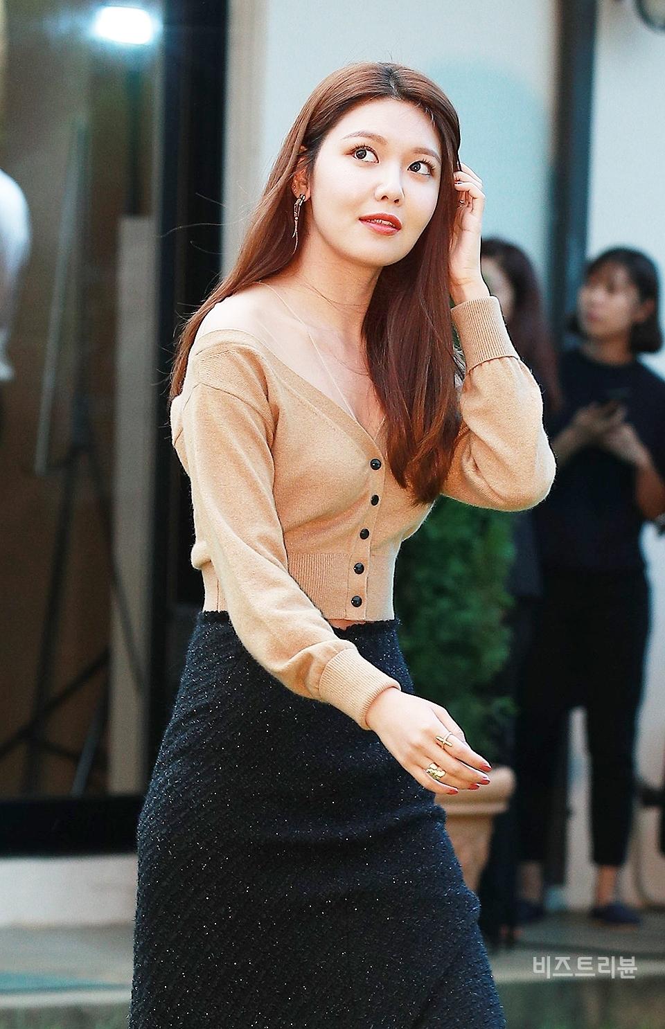 sooyoung deep v neck 3