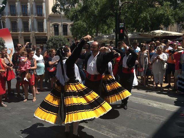El baile tradicional que se ha realizado después del corte de la cinta.