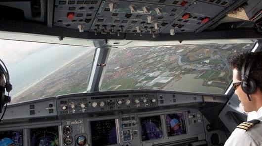 Los pilotos de Vueling piden equiparar sus salarios para no ir a la huelga