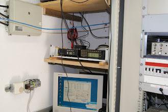 Photo: OE3XPA B: Funkgeräte, Modem und Monitor