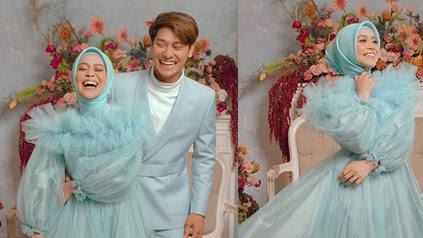 6 Potret Prewedding Terbaru Lesti dan Rizky Billar yang Bernuansa Biru Pastel, Berbagi Tawa Bahagia - Rangkul Pinggang dengan Mesra - KapanLagi.com