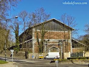 Photo: Le Hangar Y, berceau de l'histoire de l'aéronautique, dans la forêt de Meudon - e-guide balade à vélo de Versailles à Meudon par veloiledefrance.com