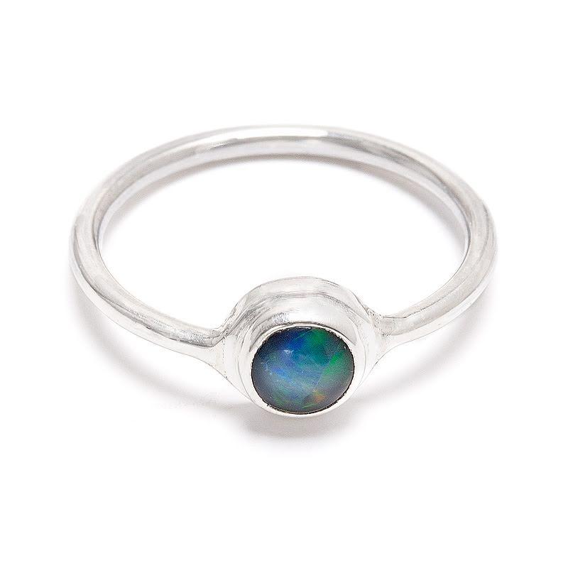Opal, rund liten silverring