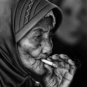 by Oji Blackwhite - People Portraits of Women ( senior citizen )