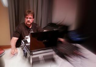 Photo: DJ Ferdy im Element