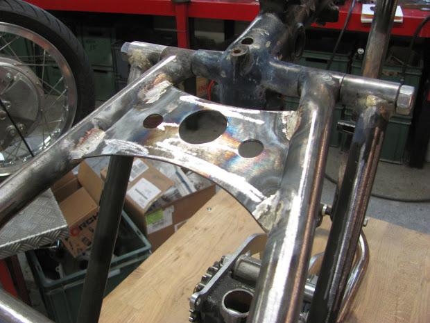 Reinforcement frame for Triumph Pré-Unit with blower by Machines et Moteurs.