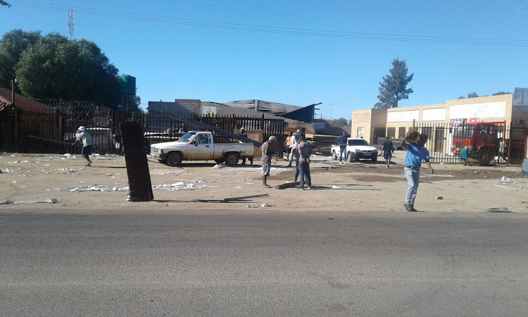 People seen leaving a looted warehouse in Stateng as Mahikeng protests calling for North West Premier Supra Mahumapelo to step down.