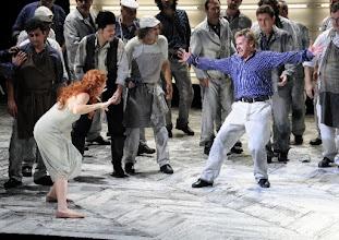 Photo: Wiener Staatsoper: LADY MACBTH VON MZENSK. 8.3.2015 Angela Denoke, Christopher Ventris. Foto: Wiener Staatsoper/Pöhn
