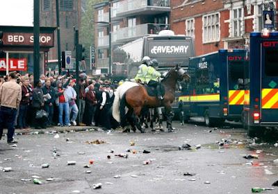 Les supporters de West Ham canardent le bus de Man U (photos + vidéos)