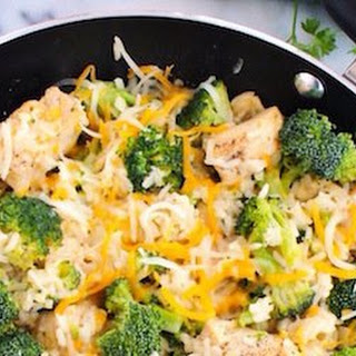 One Pan Cheesy Chicken and Broccoli Rice