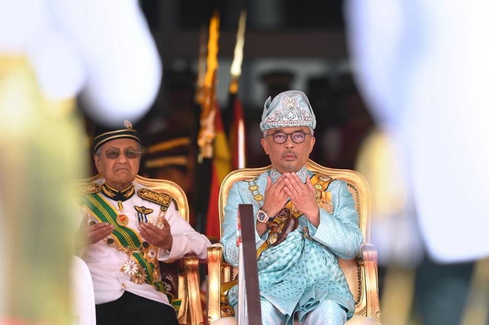 Malaysian king pulls rank on power play by Mahathir Mohamad