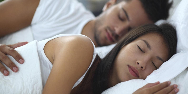 http://i.huffpost.com/gen/1615399/images/o-WOMEN-TIME-IN-BED-SLEEP-facebook.jpg