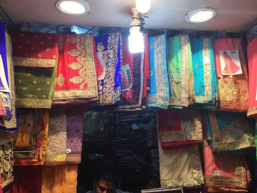saree-shopping-in-delhi-chandni-chowk-latest-saree-trends_image