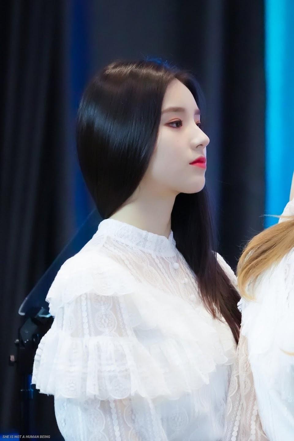 heejin profile 11