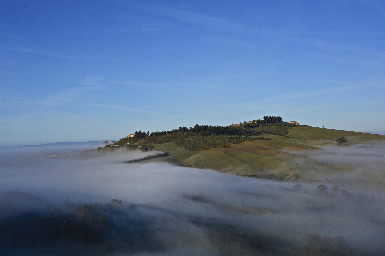 Mattinata nebbiosa sotto Vescona, Asciano