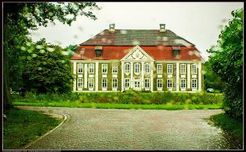 Photo: Rumpshagen: Herrenhaus mit Waldglasfassadenputz in Mecklenburg Im 17. Und 18. Jahrhundert gab es unzählige Glashütten in Mecklenburg.  Quelle:jennus.beepworld.de/jennerjahn.htm