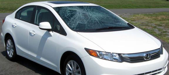 car_broken_glass-windshield-replacement.png
